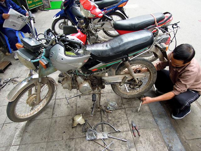 Réparations de ma moto à Hanoi
