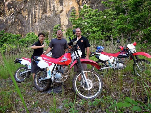 Moto dans la jungle de Puerto Galera